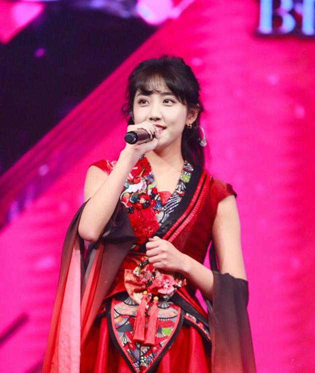AKB48李艺彤翻唱霉霉歌曲 入选十大车祸表演第二