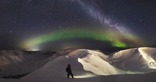 美轮美奂 俄罗斯男子拍下神秘的彩虹色北极光