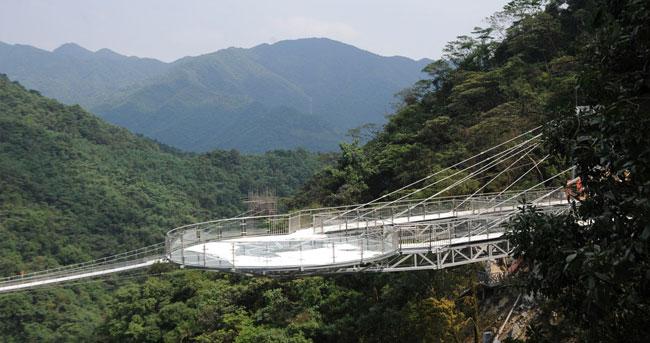 中国重金打造的神秘悬空玻璃天台 为与外星人联络?