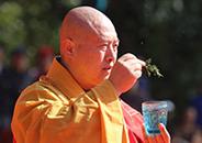 合肥开福千赢国际娱乐寺方丈圆藏法师浴佛节为您祈福