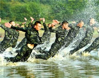 安徽武警总队:极限训练砺精兵