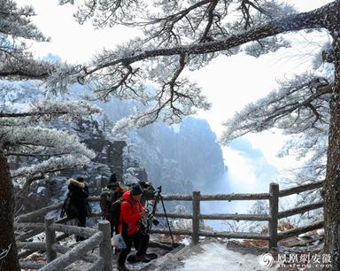 安徽黄山:雪后放晴 云海雾凇竞秀(组图)