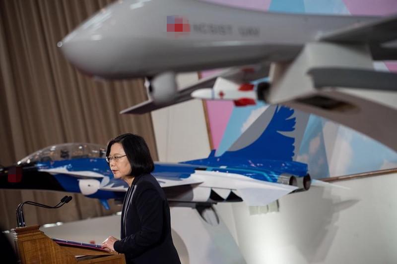 """蔡英文宣布将量产""""腾云""""无人机 台军先吓一跳"""