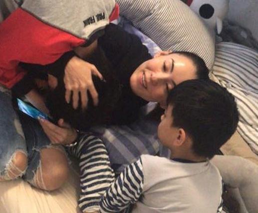 张柏芝晒与儿子幸福日常 网友狂赞Luca