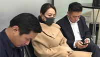 马苏现身法院正式起诉黄毅清 口罩遮面十分低调