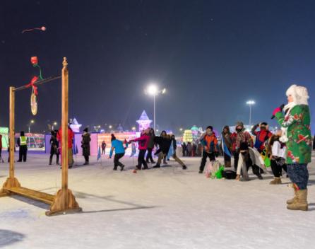 首届滚雪节