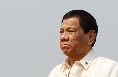 美舰擅闯中国黄岩岛 菲律宾:不想卷入中美之争
