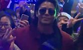 迈克尔杰克逊家族成员布兰登霍华德现身 数百粉丝接机