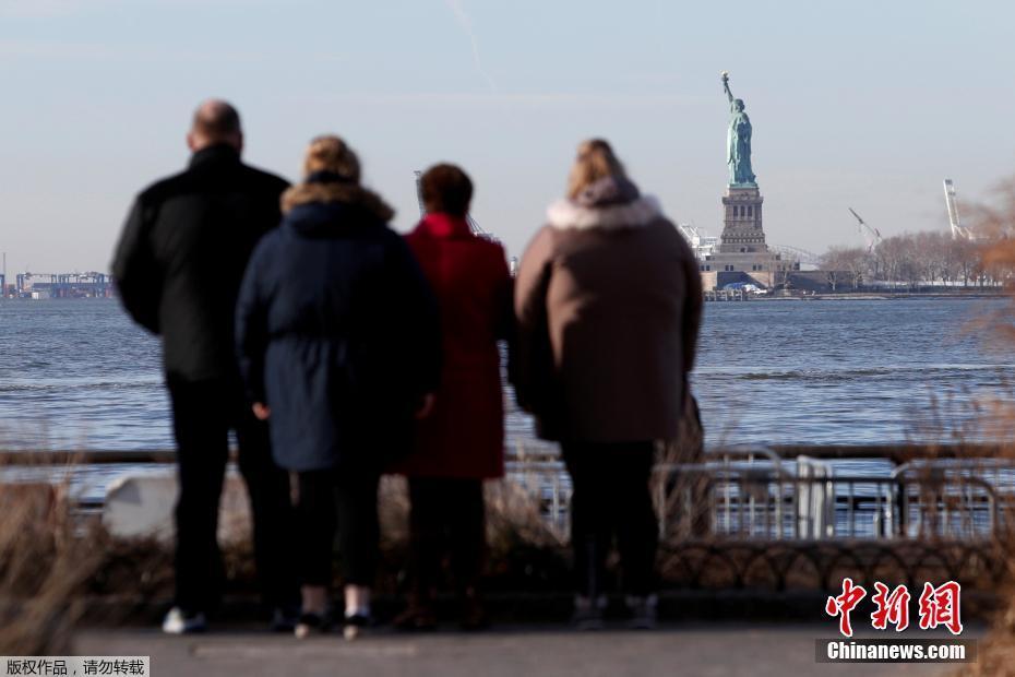 """美国政府关门 自由女神像""""谢客""""只可远观"""