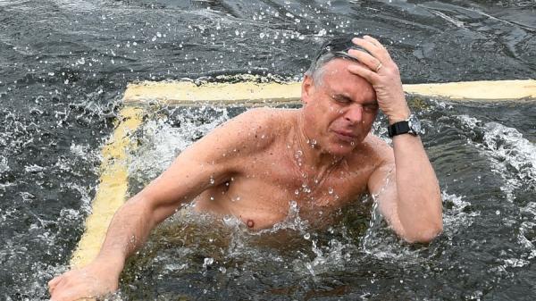 美驻俄大使浸冰水