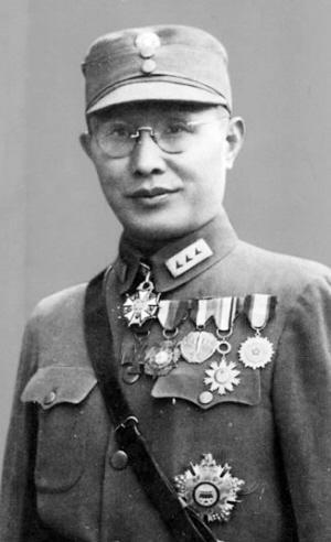 这位蒋介石收拾不了的上将 毛泽东两战就把他打怕