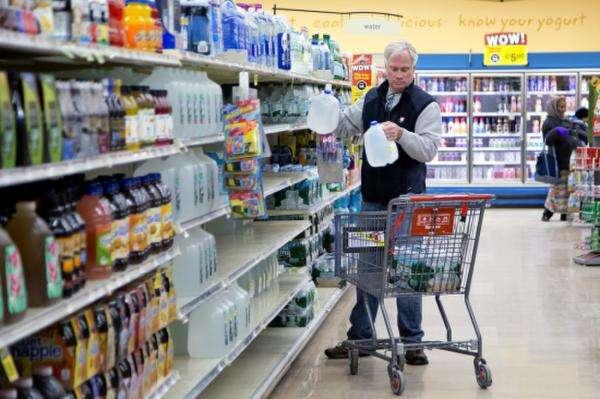"""美媒:放射性污染物超标 过半美国人喝""""致癌水"""