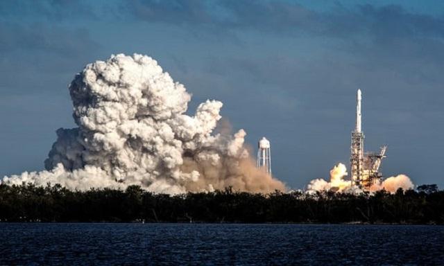 民航通观察:首飞成功!SpaceX带着我们,离火星移民又近了一步