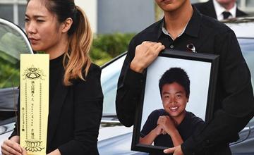 华裔少年舍己救人 美国全军礼安葬
