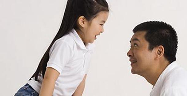 """爱你在心口难开——春节孩子父母""""尬聊""""为哪般? title= 爱你在心口难开——春节孩子父母""""尬聊""""为哪般? width="""