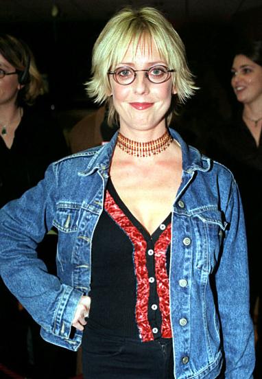她年仅53岁就过世 曾因出演《诺丁山》家喻户晓 _家喻户晓|过世