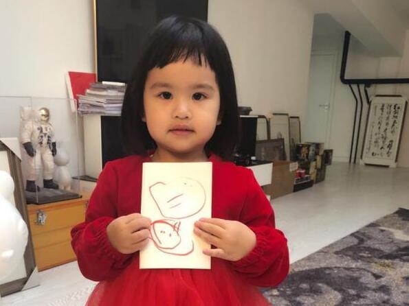包文婧晒饺子画作称看不懂 网友:没头发的是包贝尔