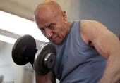 看80岁的他如何成为肌肉猛男