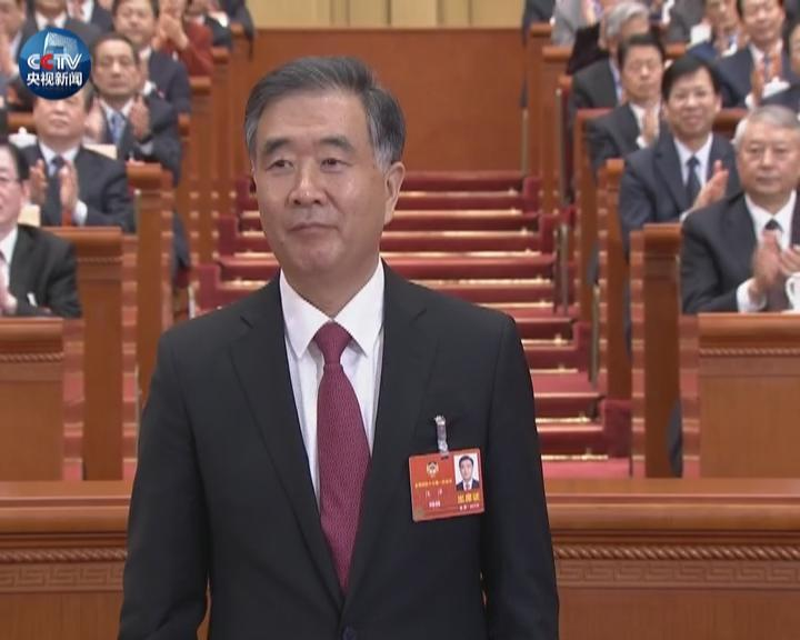 汪洋当选全国政协主席 俞正声与汪洋热烈握手