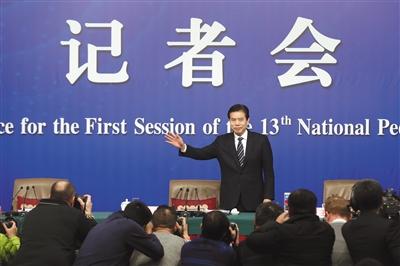 商务部长钟山 中国不会主动发起贸易战