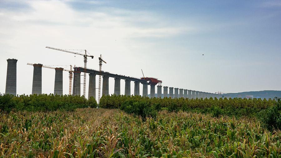 中国在建最长重载铁路蒙华铁路开始全线铺轨