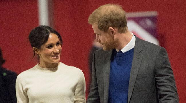 哈里王子开启护妻模式 和梅根手拉手深情对望