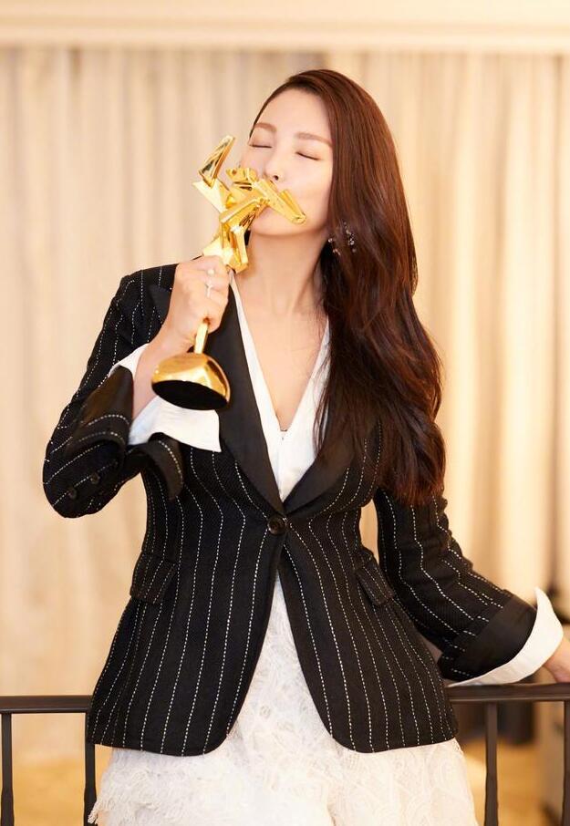 张雨绮获亚洲电影节最佳女配:拿奖很重要 以后还拿