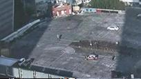 疯狂!7层楼顶变驾校练车场 四周仅有1.5米围挡