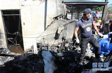 菲律宾小型飞机坠入民宅致7人死亡