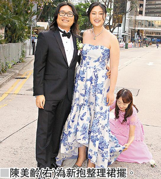 前歌手陈美龄蹲地为儿媳整理裙摆 感恩儿子找到好太太
