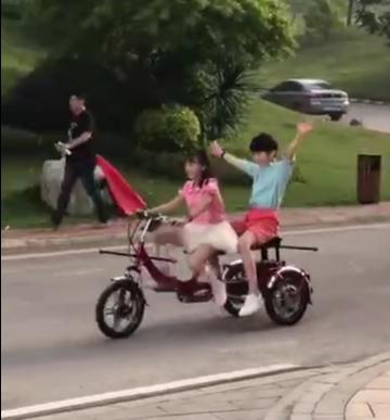 """森碟騎車載天天 這對拿錯劇本的小CP屬性又""""錯位"""""""