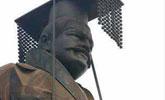 重6吨秦始皇铜像被狂风吹倒 网友炸锅