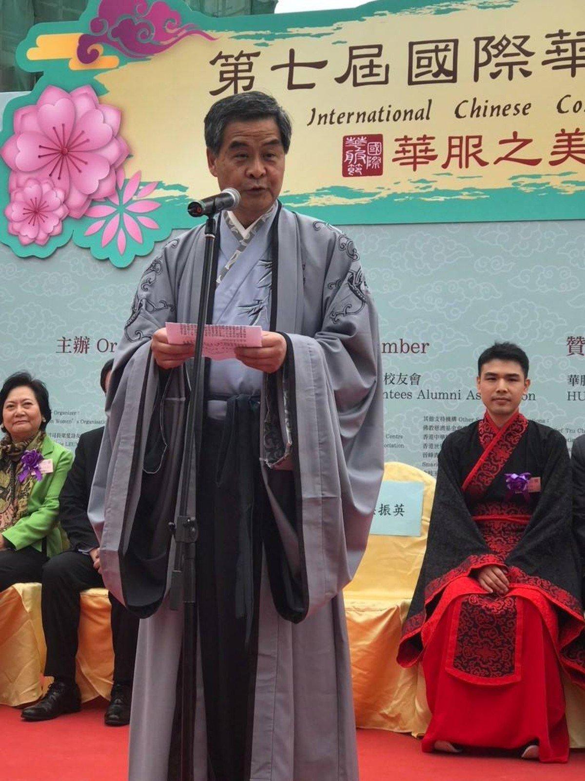 梁振英着汉服参加夫子庙会开启仪式 鼓励更多人能穿着传统服饰
