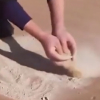 中国教授突破世界级难题!神奇胶水点沙成土
