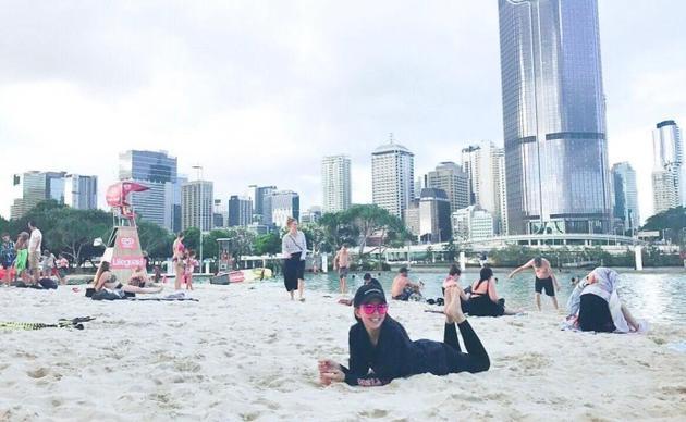 昆凌晒澳洲度假照 一个姿势破第三胎谣言