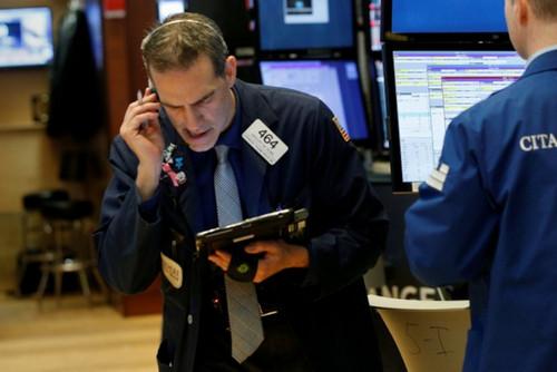 陆媒:美国股市全线下跌 芯片和硬件类股暴跌