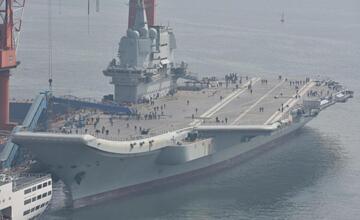 """002航母甲板出现""""可疑痕迹"""" 未来装备弹射器?"""