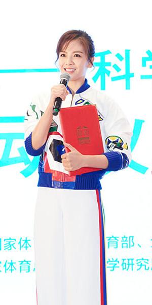 """刘涛获六部委颁发""""健身宣传大使"""" 运动套装显活力"""