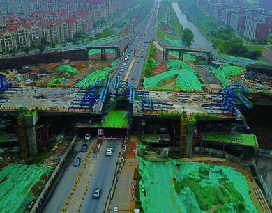 南昌前湖立交施工正酣 8月底前主线实现通车