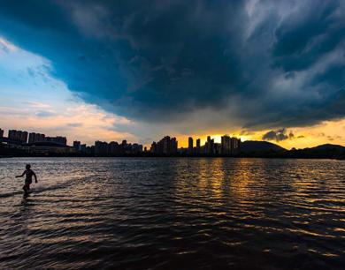 强对流天气来袭 新余上空风云变幻(图)