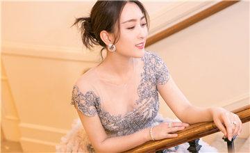 """33岁中国""""素颜女神""""走向国际"""