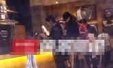 鹿晗开车带关晓彤买咖啡 等女友时猛吸烟动作娴熟