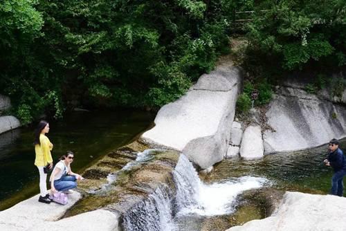 神灵寨景区邀你登山赏景享清凉、喝酒摔碗、旱滑、呐喊、释放真我性情