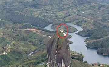 世界最陡的房 回家要爬200米房主无奈卖房