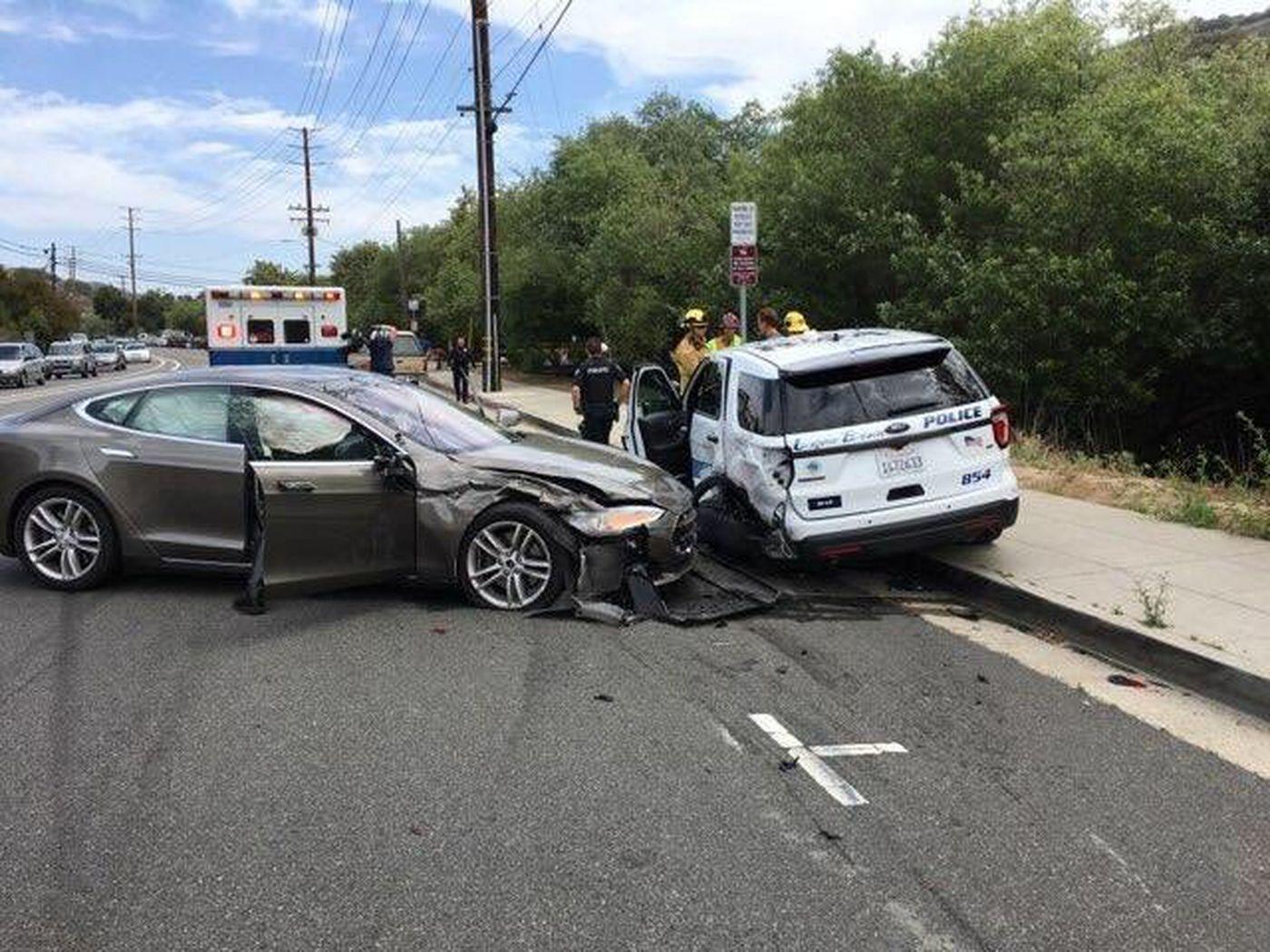 甩锅 特斯拉再出车祸撞上警车 司机表示都怪自动驾驶仪autopilot
