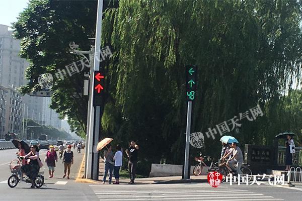天津发布今年首个高温黄色预警 将连续3天突破35℃