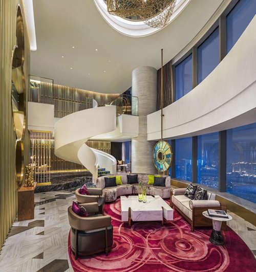 379间客房和套房的设计将睡床,浴缸等全数家居打造出悬浮于空中的视觉