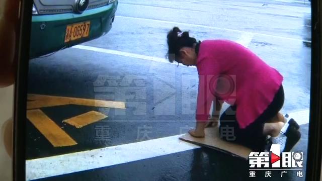 女子车上解手 司机称侮辱车神要其跪拜谢罪