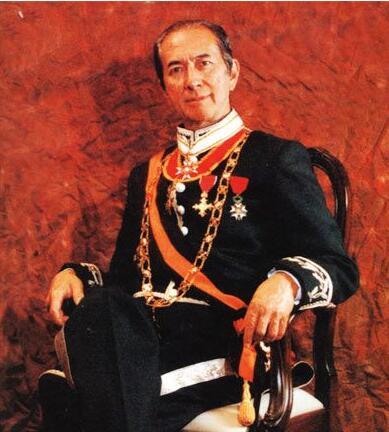 96岁赌王正式退休 从17个子女中