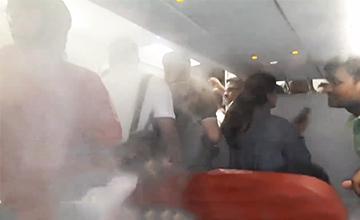 为赶乘客下飞机,亚航机长将空调开最大